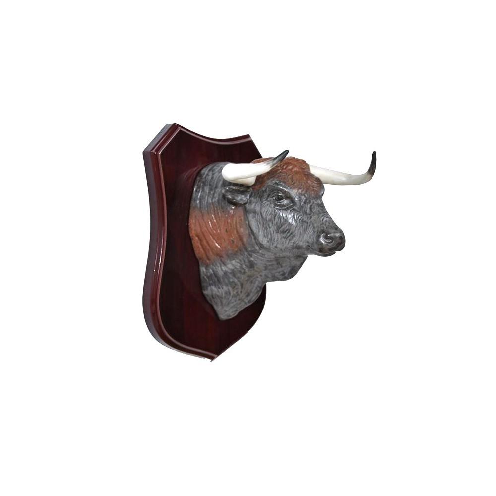 Cabeza de toro con metopa