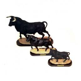Brave bull figure pedestal